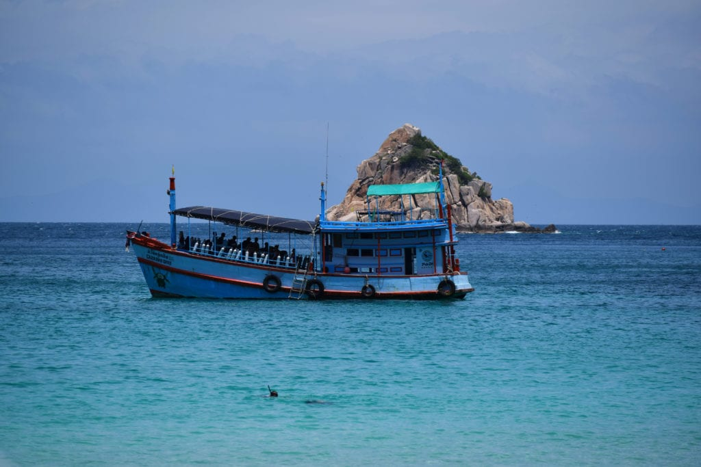 learning to scuba dive on koh tao
