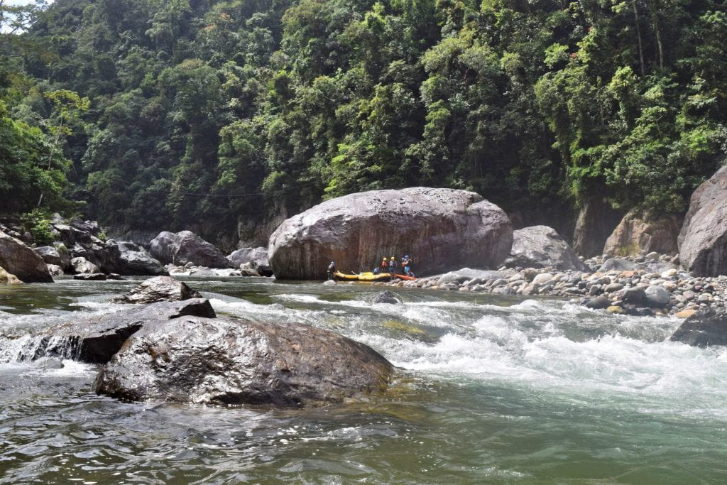 Whitewater Rafting in Honduras: Rio Cangrejal with raft