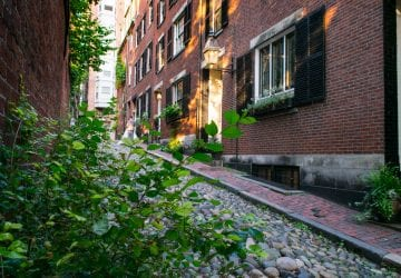 Things to Do in Boston: Acorn Street