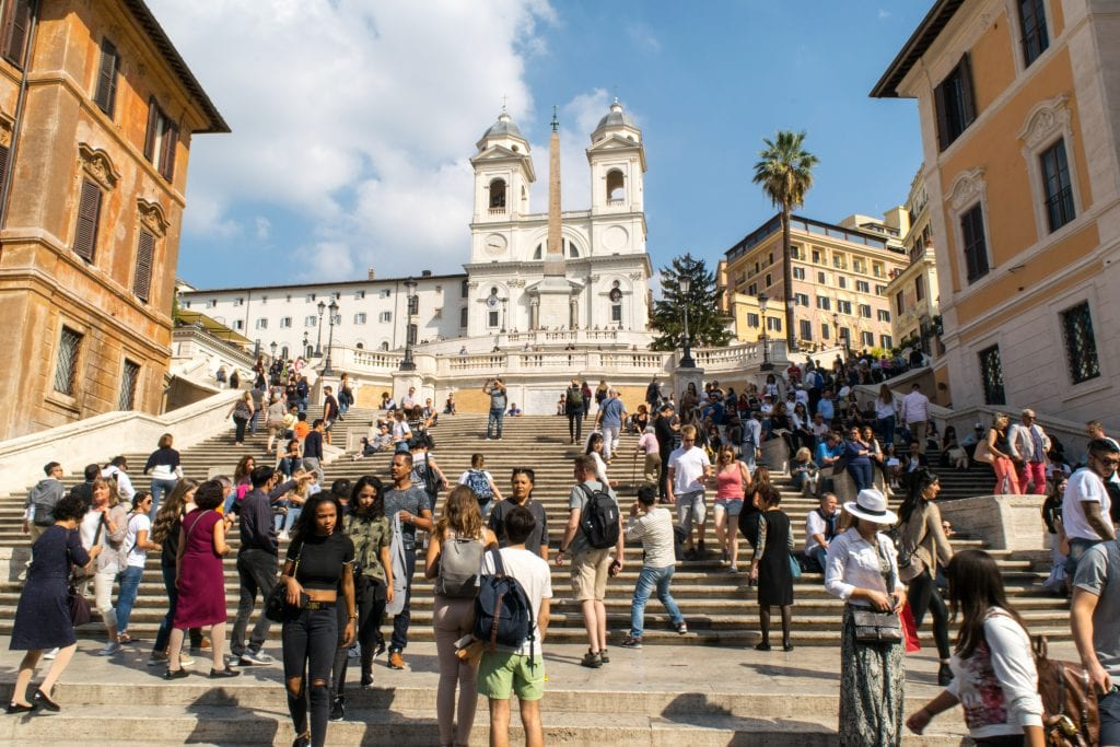 What to wear in Rome: crowd at the Spanish Steps