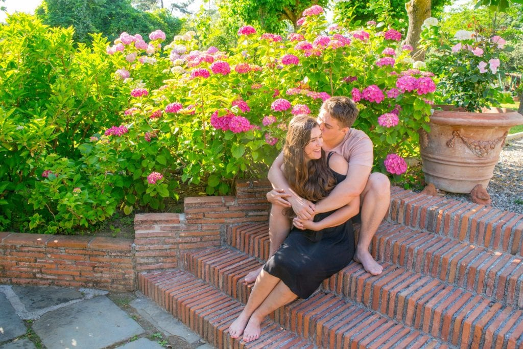 Couple on steps of a villa in Tuscany: Packing list for Europe Summer