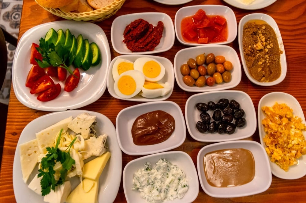 2 Day Istanbul Itinerary: Van Kahvalti breakfast