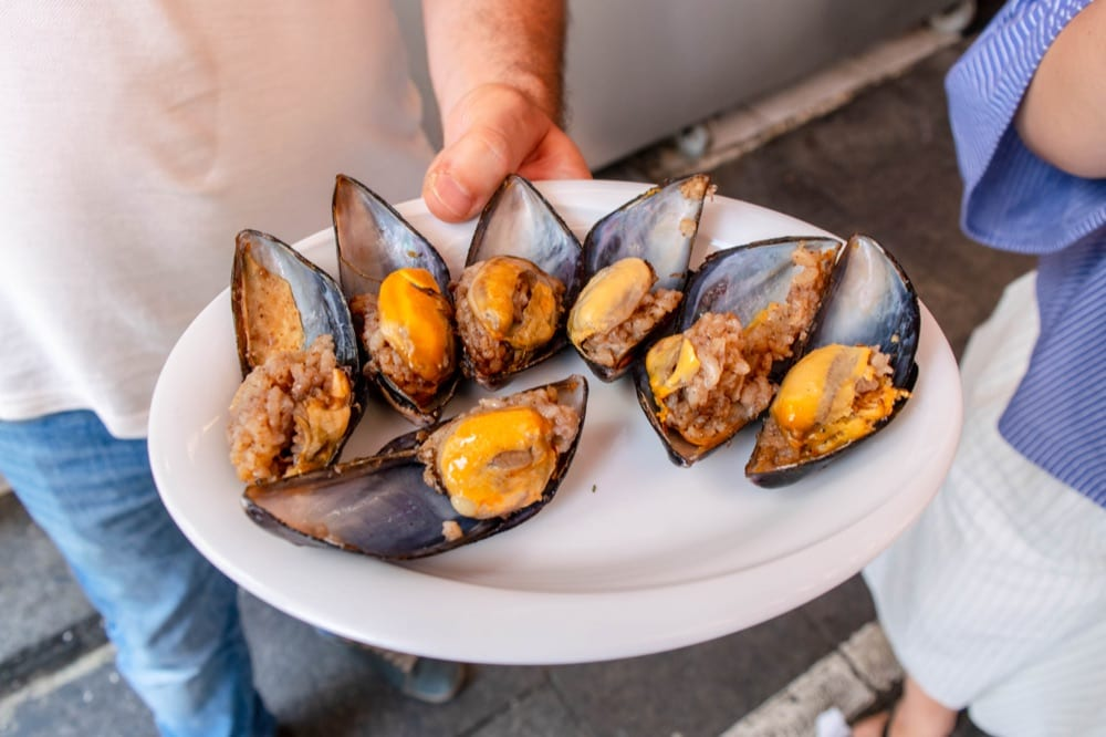 Food in Istanbul: stuffed mussels