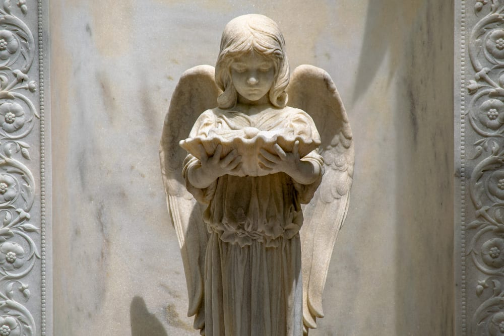 The Best Things to Do in Savannah: statue of angel