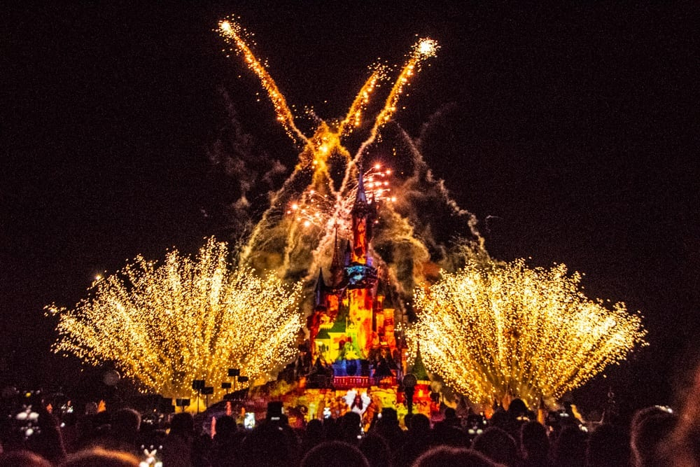 fireworks going off in Disneyland Paris at night above the castle