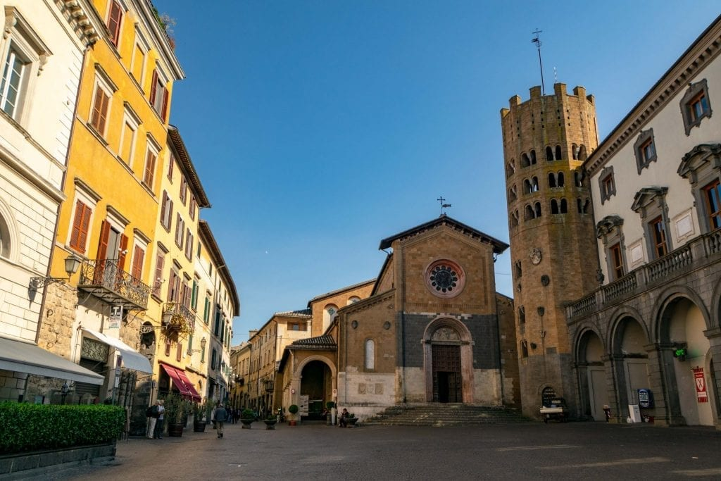Best Things to Do in Orvieto Italy: Piazza della Repubblica
