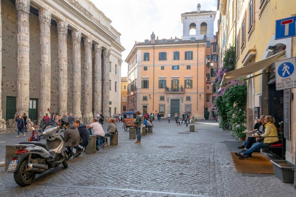 Piazzas in Rome: Piazza di Pietra
