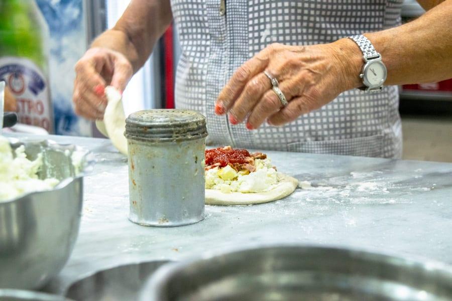 Naples Pizza Tour: fried pizza making at Pizzeria de' Figliole