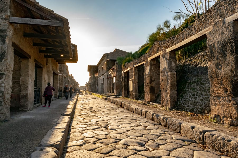 Visiting Pompeii: Streets of Pompeii