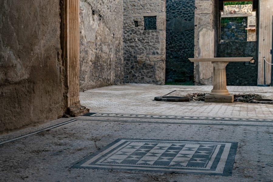 Visiting Pompeii: Home Interior