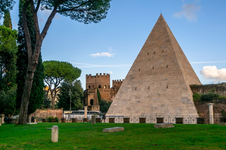 4 Days in Rome Itinerary: Pyramid of Caius Cestius