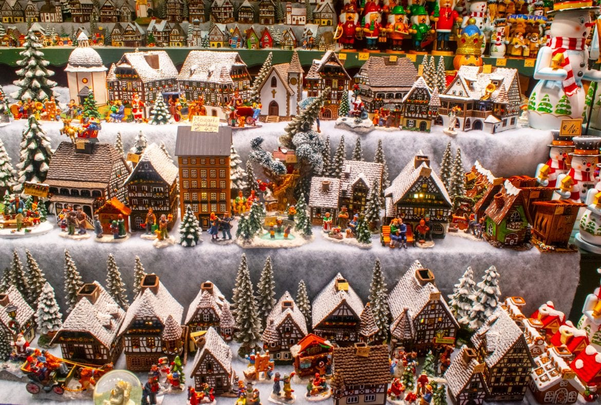 Austria Christmas Market Trip: Carved Buildings