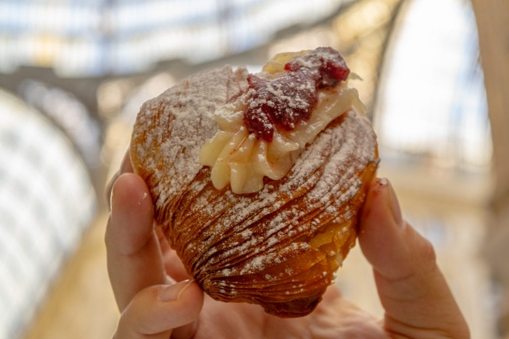 One Day in Naples Itinerary: Sfogliatella