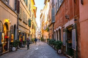 What to wear in Rome: street scene in Centro Storico