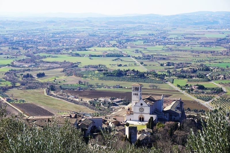Photo of Assisi from above with the Umbrian countryside in the background
