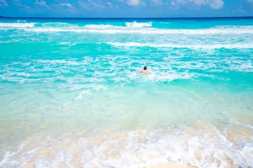 jeremy storm swimming in cancun mexico