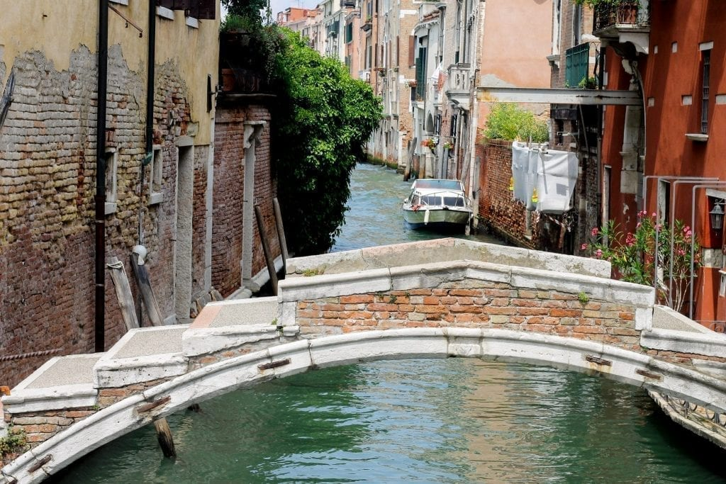Close up photo of the Ponte de Chiodo in Venice with no parapets, one of the interesting off the beaten track Venice spots