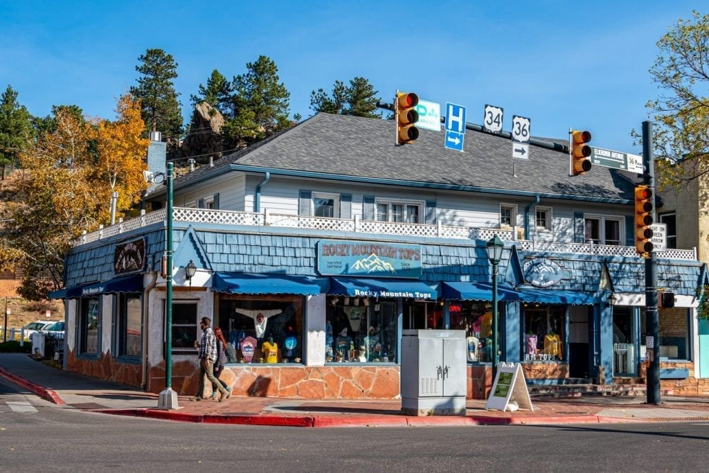 blue building in downtown estes park with a stoplight in the foreground