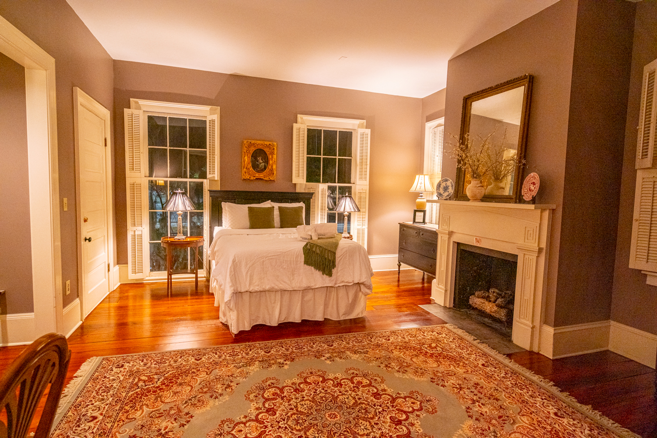 bedroom of bird baldwin house in savannah -- learning how to use airbnb and airbnb guest tips can help you stay places like this