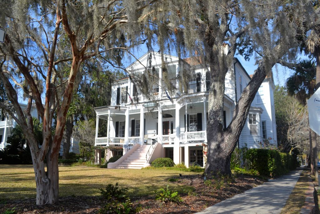 white mansion surrounded by oak trees dripping spanish moss in beaufort south carolina, one of the best day trips from savannah ga