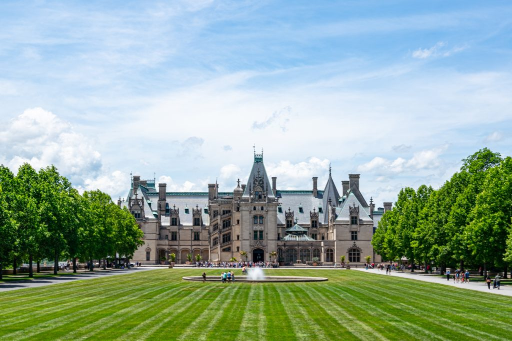 front facade of biltmore house in asheville nc
