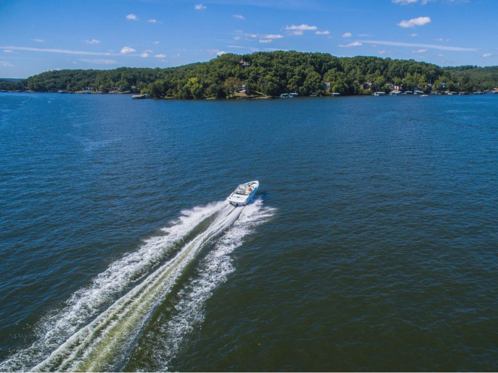 boat driving through lake of the ozarks missouri